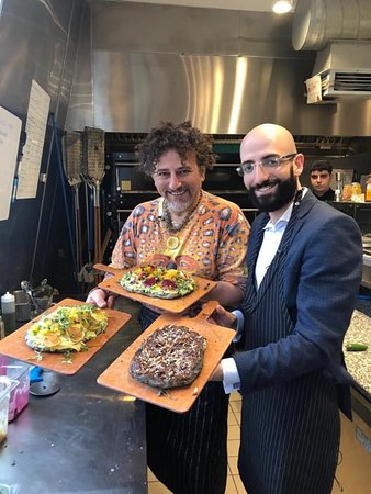 "Making healthy ""Pinsa"" pizzas with the World's most famous nutritionist David Wolfe - @davidavocadowolfe at @gourmetromano ristorante."