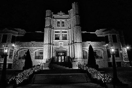 Night Ghost Tour del castello di Pythian a Springfield nel Missouri