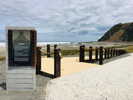 Clarence, New Zealand: Welcome to Okiwi Bay! A great place to walk and stretch the legs after a long drive!