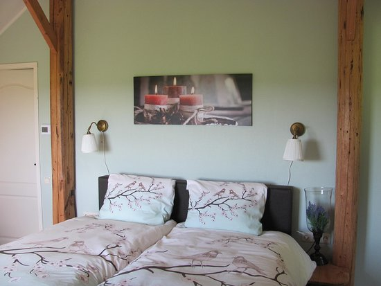 Mantinge, The Netherlands: Comfortable, electrically adjustable boxspringbeds in each room, 210 cm long.