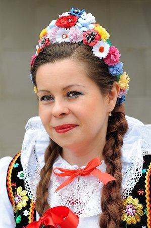 Krakowianka w narodowym stroju krakowskim