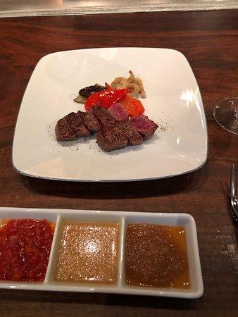 初めて行きましたが、サービスと味が素晴らしいです!六本木ヒルズの隣で行きやすく、静かなレストランです。鉄板焼きなので目の前で調理をしてくれます。