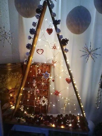 Jilemnice, สาธารณรัฐเช็ก: Vánoční výzdoba výlohy.