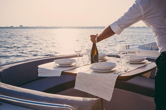 A floating luxury dinner on lake Como
