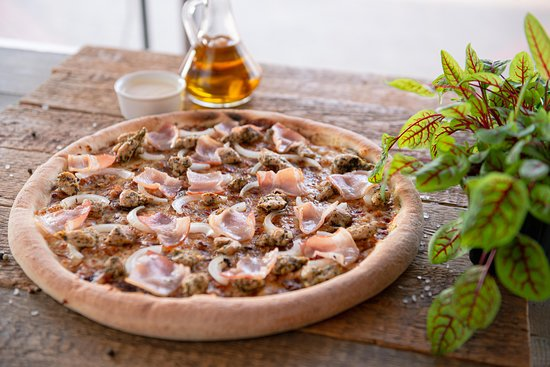 Kobylka, Ba Lan: Pizza Dominium