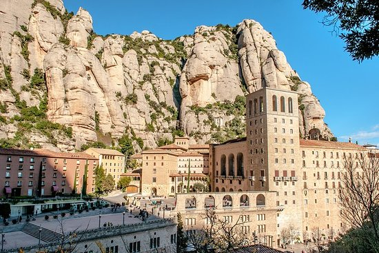 Montserrat Tour from Barcelona Including Lunch and Gourmet Wine...