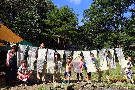 外国人と一緒に英語で染め物キャンプ