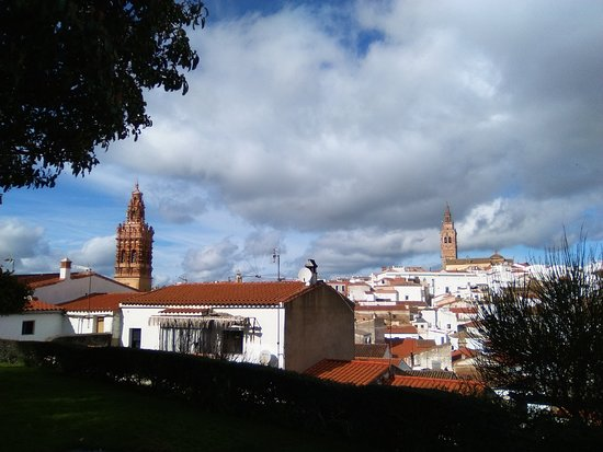San Miguel Arcángel (izd) y San Bartolomé (dch).