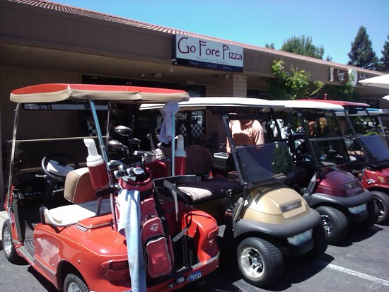 Rancho Murieta, Californie: You can drive your golf cart to dine!