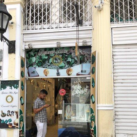 Shopping for emeralds