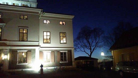 Hufvudsta Gård, januarikväll i Solna.