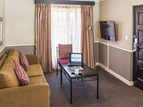 Mercure Suites Bedfordview: Guest room