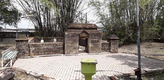 Tomb of Siti Fatimah binti Maimun