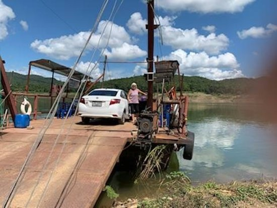 Провинция Нан, Таиланд: Our lovely customers sent us these pictures waiting to cross the river from Chiang Mai to Nan. What's a wonderful day!   There's not a lot of room for adventure and excitement in your comfort zone. Stretch your limits! Every Day Counts!  Visit us on https://budgetcatcher.com  For more information contact our office in Chiang Mai: 0876227799