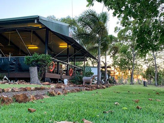 Арнем, Австралия: The main deck at Dhipirri Lodge.