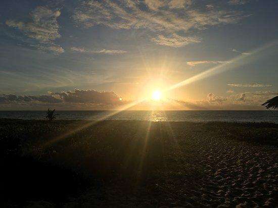 Amanhecer na praia do local