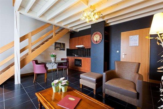 Feluy, Бельгия: Salon et cuisine d'une Suite de Luxe