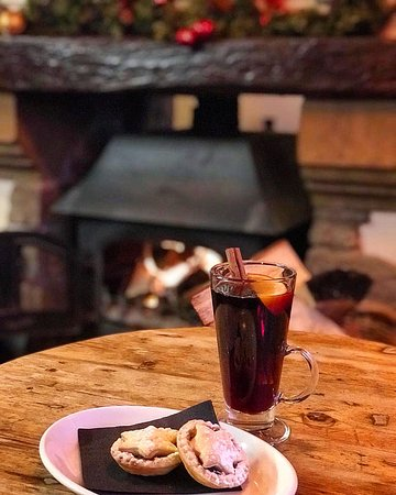Mulled wine and mine pies by the fire