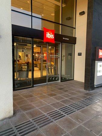 Entrada al hotel Ibis de Iquique