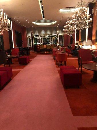 toegang door hotel de l'Europe tot Brasserie Marie