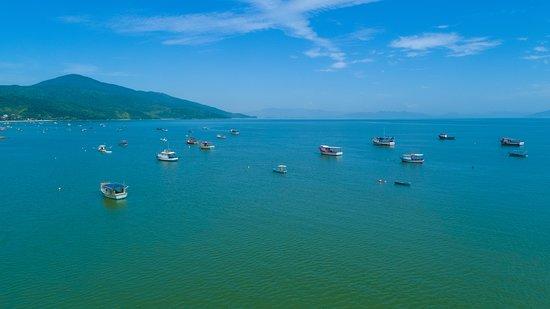 Viata área da Baia de Zimbros onde encontra-se a Praia de Morrinhos