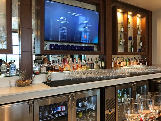 Maxwell's On The River: The Bar