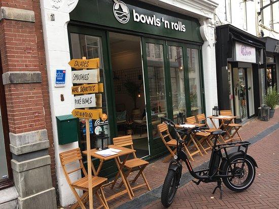 Erg gezellige zaak om te lunchen of te dineren. Eindelijk een poké bowl restaurant in Leeuwarden.