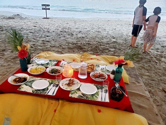 Dine by the beach