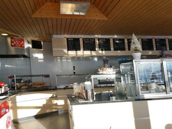 Erlenbach im Simmental, Suiza: Frühstücksbuffet im Restaurant