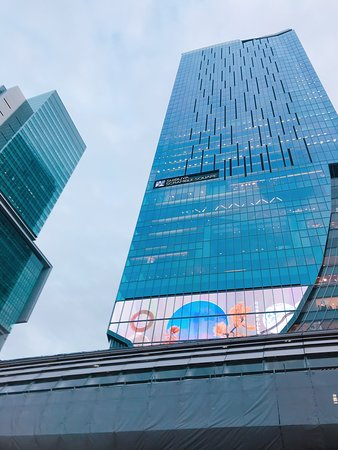 建設中からずっと写真を撮り続けています。skyscraperマニアです。建造物マニア。