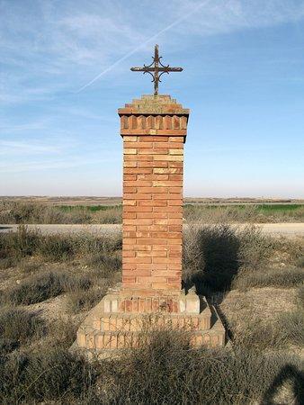 La cruz del Santo. En el camino que va desde el pueblo de Candasnos hasta la ermita de San Bartolomé.