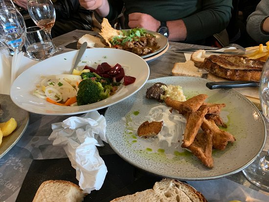 Moustheni, Grecia: Σαλάτα λαχανικά εποχής,μανιτάρια ώστε.
