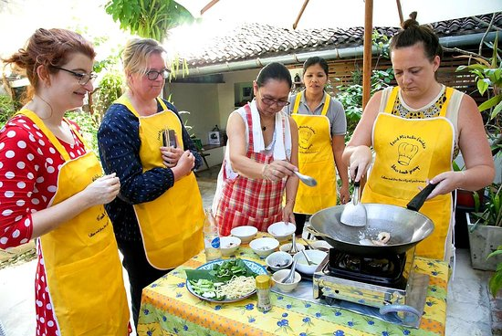 Secret Phuket Food Tour & Cooking Class Plus City Old Town