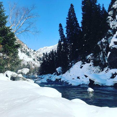 Чичкан, Киргизия: Chychkan river in winter day
