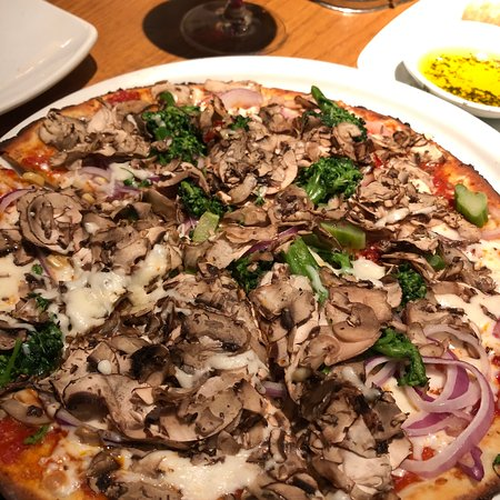 Our Favourite Vegetarian Pizza On Cauliflower Crust Picture Of California Pizza Kitchen Fort Lauderdale Tripadvisor