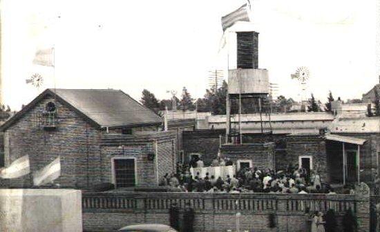 Darregueira, Argentina: Este es el patio CELDa Cooperativa de Servicios Eléctricos en sus inicios, en ocasión de realizar un acto