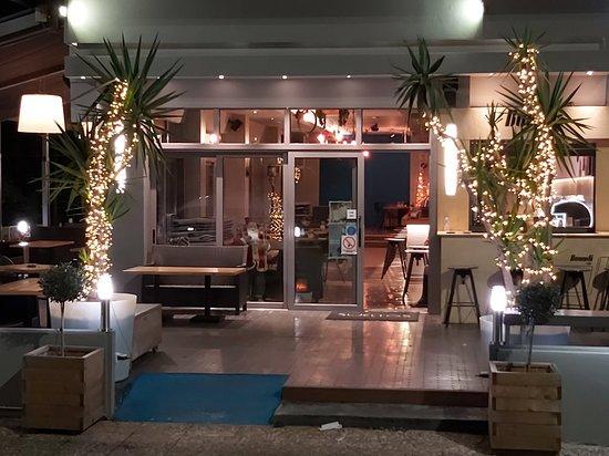 Saronida, Греция: Sueltos Café Bar Restaurant
