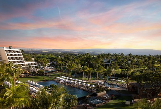 The Great Lawn is an idyllic gathering place that connects the beach, pools, restaurants and Hal