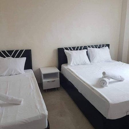 Batumi, Georgien: 3х местный номер .Ванная комната, Кондицыонер. Телевизор, WiFi, фен, бельё и комплект полотенец