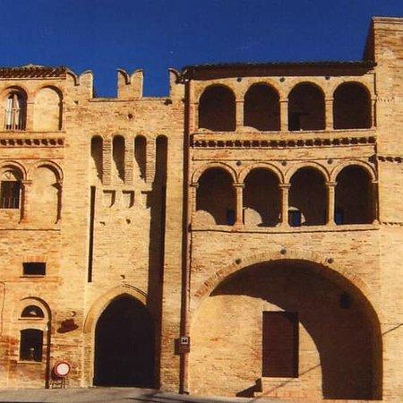 Massa Fermana, Италия: castello dei Brunforte XIII sec.