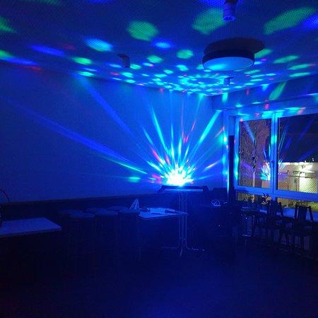 Karaoke und Dancing-Queen contest im Nebenraum