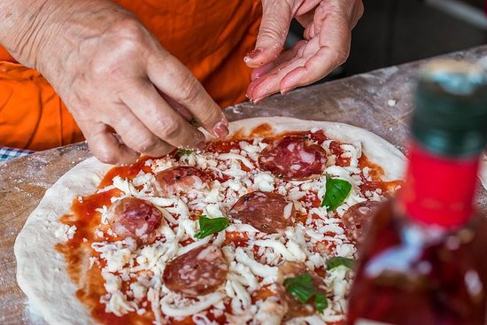 Sorrento Pizza Making