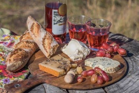 Blend Providore Fine Food & Coffee: Cheese and wine at the beech