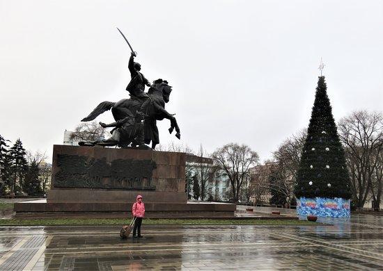 Monument to Soldiers of the 1st Cavalry: Ростов-на-Дону. Памятник бойцам 1-й Конной армии на площади Советов.