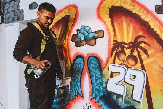 Chota, uno de los líderes de la comuna 13 se encargó de nuestros artes