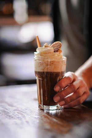 Koffiespecial: Biologische koffie met likeur en slagroom