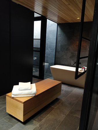 Bathroom of the Retreat at Pumphouse Point