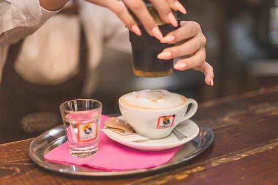 Nabízíme italskou kávu Dersut.