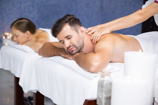 Warwick, RI: Couples massage awaits you.