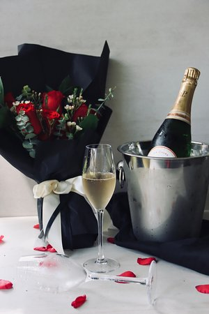 Advanced order request for floral arrangements for your romantic dining reservations are welcome!